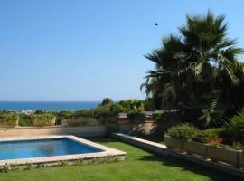 Sitges, Xalet amb piscina.  espectaculars vistes al mar